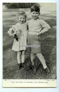 r2777 - Young Prince Charles embraces Sister, Princess Anne  - postcard - Tuck's