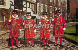 Postcard Modern Yeoman Warders at the London Tower of London Militaria