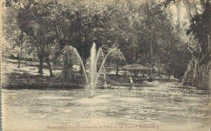 Indonesia Buitenzorg Gouvernements Plantentuin met vijver en fontein 03.04