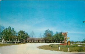 Harrison Arkansas~Holiday Motel~1950s M/M R B Ivey Owners~Postcard