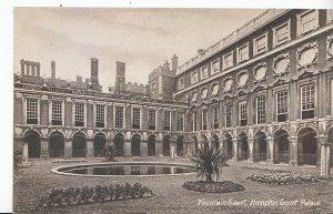 Middlesex Postcard - Fountain Court - Hampton Court Palace     ZZ3558