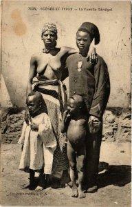 PC CPA La Famille Senegal Scenes et Types FEMALE ETHNIC NUDE (a10267)