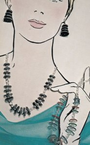 DES MOINES , Iowa , 1950-60s ; The Stylemaker Necklace