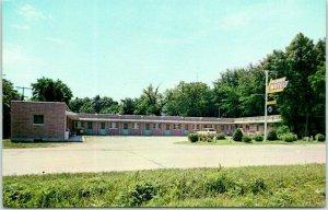 Plainview, Nebraska Postcard PLAINS MOTEL Roadside c1960s Chrome Unused