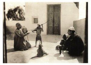 Postcard, 1929 Le Caire un dresseur de singes, Cairo Monkey Trainer CT6