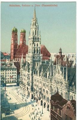 Germany, Munchen, Munich, Rathaus u. Dom (Frauenkirche) e...