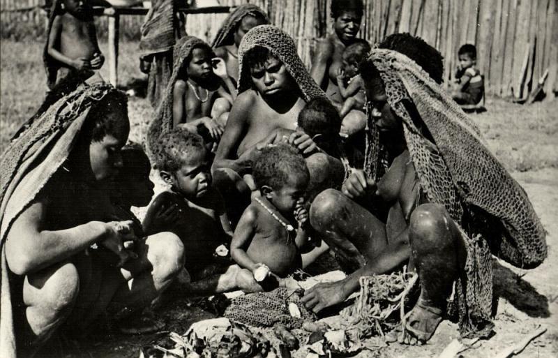 dutch new guinea, Native Papua Women, Paniai Lakes, Kapauku Meal (1950s) RPPC