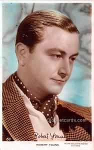 Robert Young Movie Star Actor Actress Film Star Postcard, Old Vintage Antique...