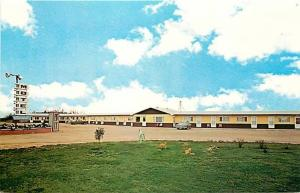 Canada, Saskatchewan, Whitewood, Triple G Motel, Dexter Color No. 4636-C
