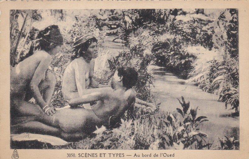 ALGERIA, 1910s ; Girls bathing , Au bord de l'Oued