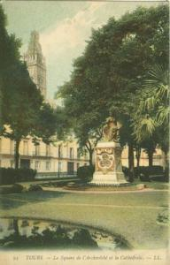 France, Tours, Le Square de l'Archeveche et la Cathedrale...
