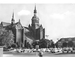 Stralsund Kriche St Marien am Leninplatz Church Vintage Cars Auto Motorcycles