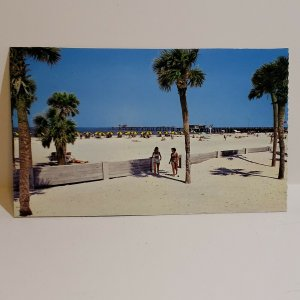 Vintage Postcard Clearwater Beach Florida Big Pier Gulf of Mexico 1984 trim  443