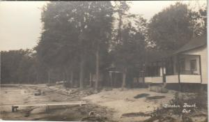 RP: BRECHIN , Ontario , 1930-40s ; Brechin Beach , Cabins