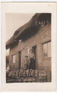 Unlocated Thatched Cottage RP PPC Undated, Message From Doris To Benny