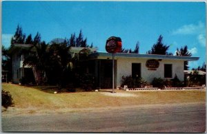 Clearwater Beach, Florida Postcard TRENTON MOTEL - BAY APARTMENTS Roadside 1950s