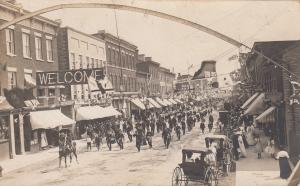 RP: BELLEVILLE , Ontario , Canada , 00-10s ; Main Street w/ soldiers