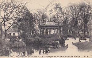 BOULOGNE-sur-SEINE, Paris, France; Le Kiosque et les Jardins de la Mairie, Ga...