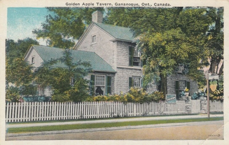GANANOQUE , Ontario, 1900-10s ; Golden Apple Tavern