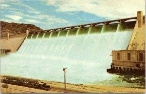 postcard WA - Grand Coulee Dam with tourist train -  Union Oil 76 advert