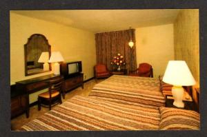 MA Ramada Inn Motel Hotel SEEKONK MASS Postcard PC Massachusetts