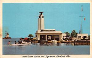 Ohio Cleveland, Coast Guard Station and Lighthouse, boat, phare 1965