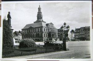 Netherlands Maastricht Stadhuis met standbeeld Minckelers - unposted