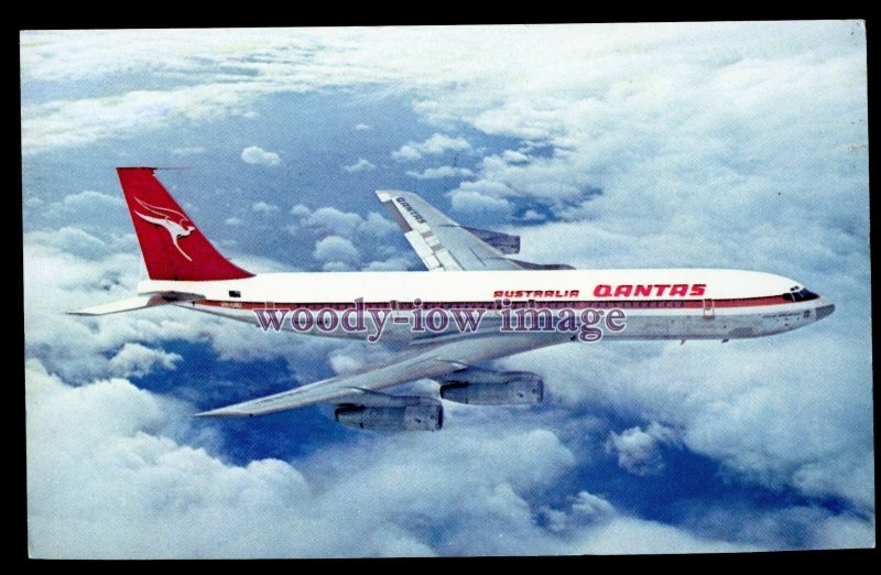 ac0316 - Aircraft - Qantas Airways Boeing 707 in flight - postcard