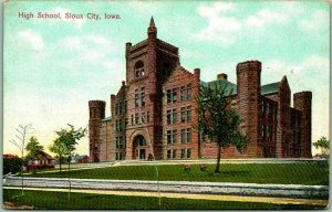 Sioux City, Iowa Postcard HIGH SCHOOL Building / Street View c1910s Unused