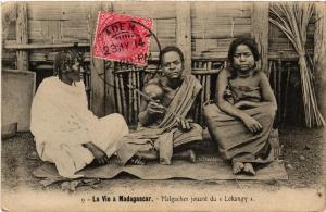 CPA Malgaches jouant du Lokangy. MADAGASCAR (625816)