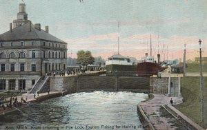 SOO , Michigan , 1907 ; Boats lowering in Poe Lock
