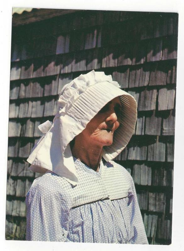 Saint Barthelemy St. Barth Woman Wearing Caleche Hat 4X6
