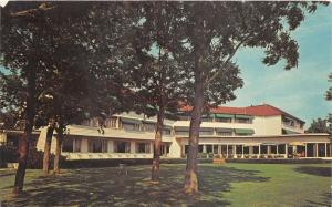 Irvington Virginia~Tides Inn Front Lawn View~Couple @ Table~1966 Postcard