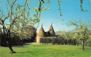 uk7142 oast houses kent  uk