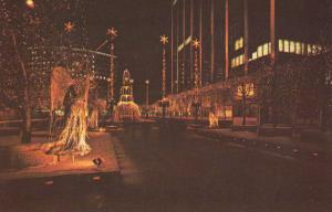 HARTFORD , Connecticut, 50-60s ; Constitution Plaza Holiday Lighting