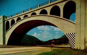 Pennsylvania Pocono Mountains Delaware Water Gap Framed By The Old Bridge