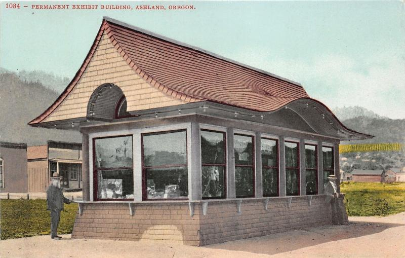 Ashland Oregon~Permanent Exhibit Building~Man with Big Beard by Counter~c1910 Pc