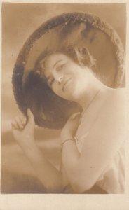 RP: NEW YORK CITY , 1900-10s ; Woman in hat portrait