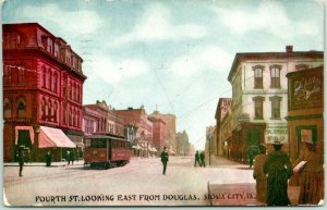 1908 Sioux City Iowa Postcard FOURTH STREET Looking East from Douglas Trolley