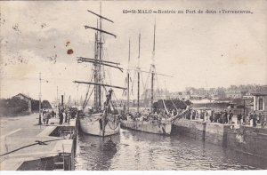 ST MALO , France , 00-10s ; Rentree au Port de deux Terreneuvas