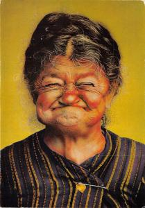B44105 old woman laughing femme vieux