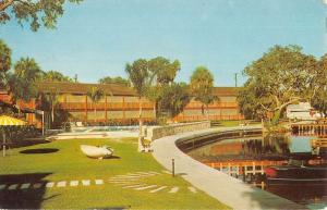 Homasassa Florida Riverside Villas Street View Vintage Postcard K92431