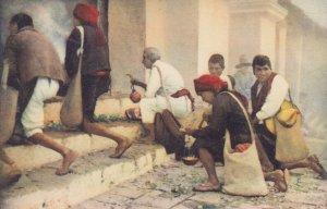Indios de Chichicastenango en sus oraciones GUATEMALA , C.A. , 1910s