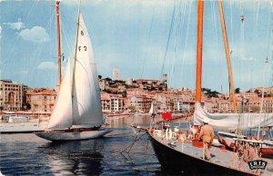 B110433 France Cannes Un coindu port et le Suquet Bateaux Port