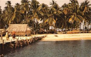 Rep of Panama, San Blas, cottage hut, palm trees, beach strand plage