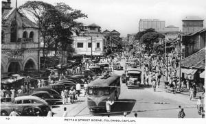 Ceylon Pettah Street scene Colombo 01.54