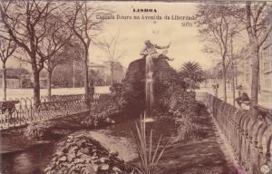 LISBOA, Portugal; Cascata Douro na Avenida da Libertade, 00