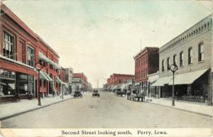 Second Street Looking North Perry Iowa Vintage Postcard Horsedrawn wagons, cars