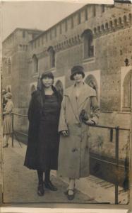 Tourists ladies snapshot photo postcard Milano 1926 Italy fashion mode