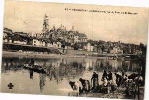 CPA PÉRIGUEUX-La Cathédrale vue du Pont de St-Georges (233855)